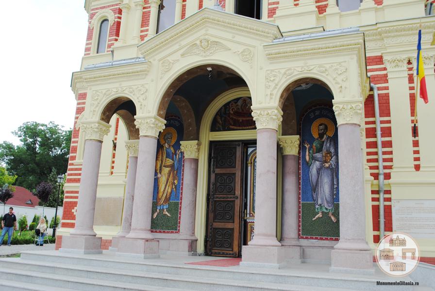 Biserica Mantuleasa Craiova - intrarea in biserica