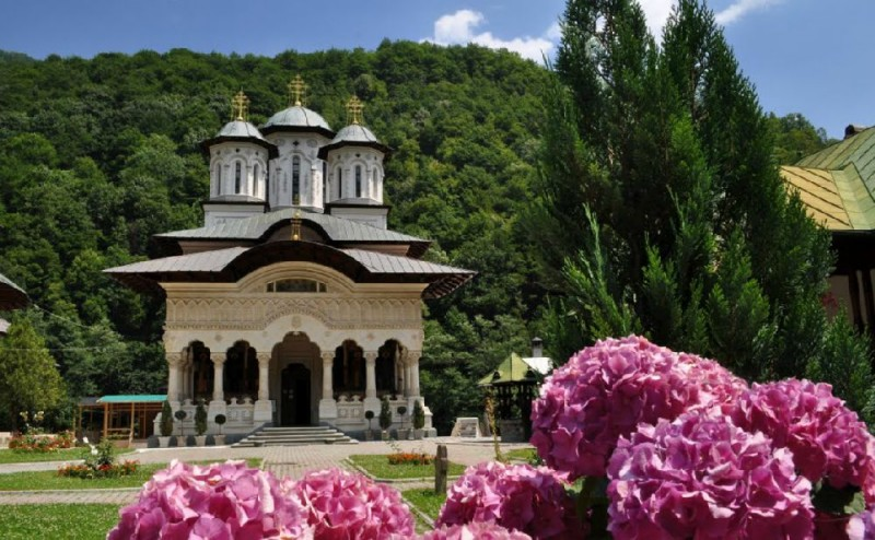 Biserica Manastirii Lainici