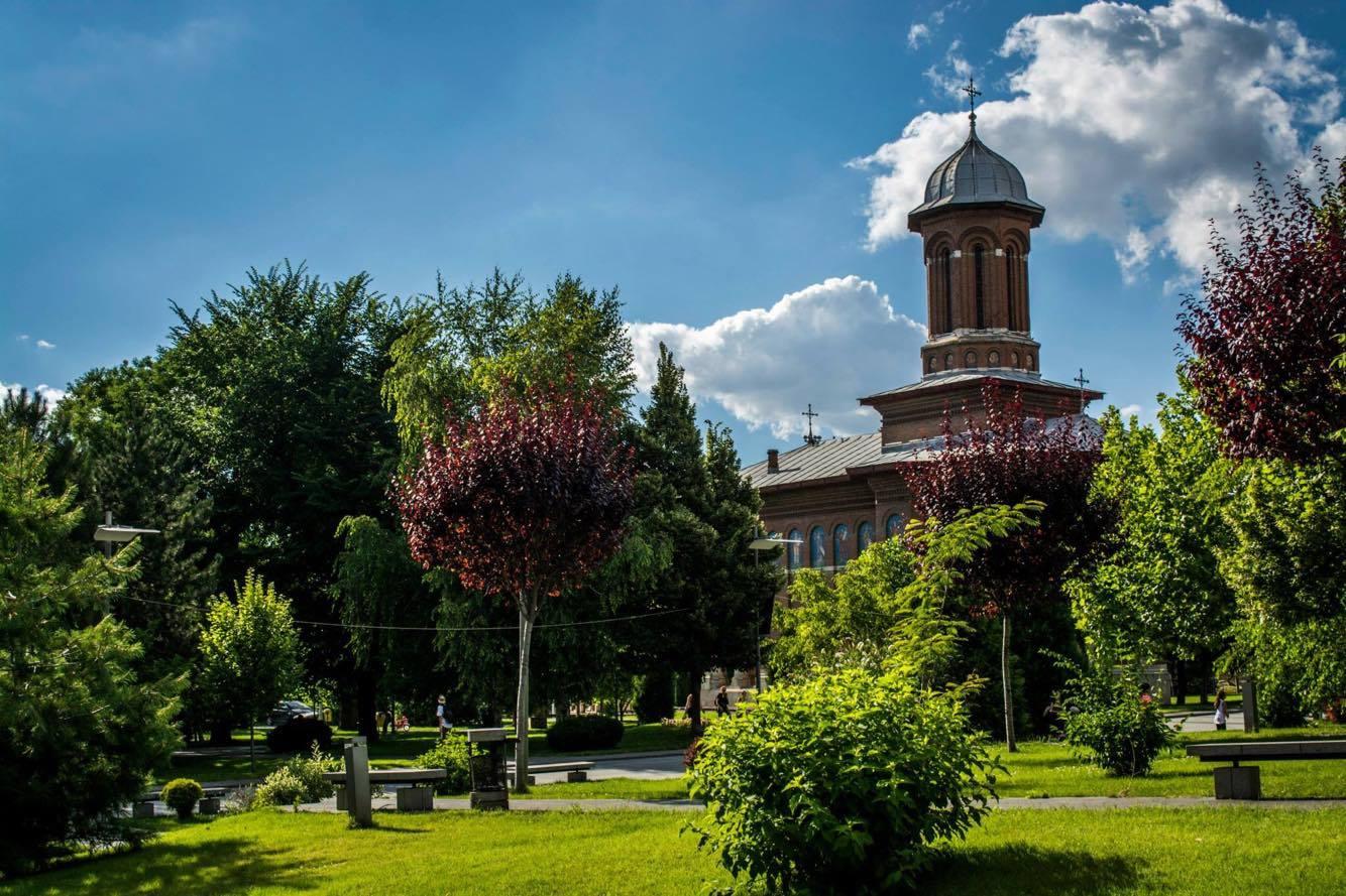 Biserica Sf Treime - Craiova. Fotograf Adrian Tirsogoiu
