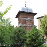 Turnul de intrare - vedere din exteriorul curtii bisericii