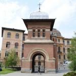 Turnul de intrare - vedere din interiorul curtii bisericii