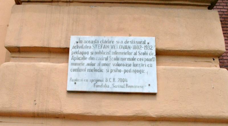 Plăcuța buclucașă de pe clădirea Facultății de Mecanică a Universității din Craiova