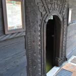 Intrarea în Bisericuța lui Horea din Băile Olănești