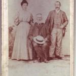 Portret in studio Anna si Pietro Adotti, impreuna cu unchiul Tin
