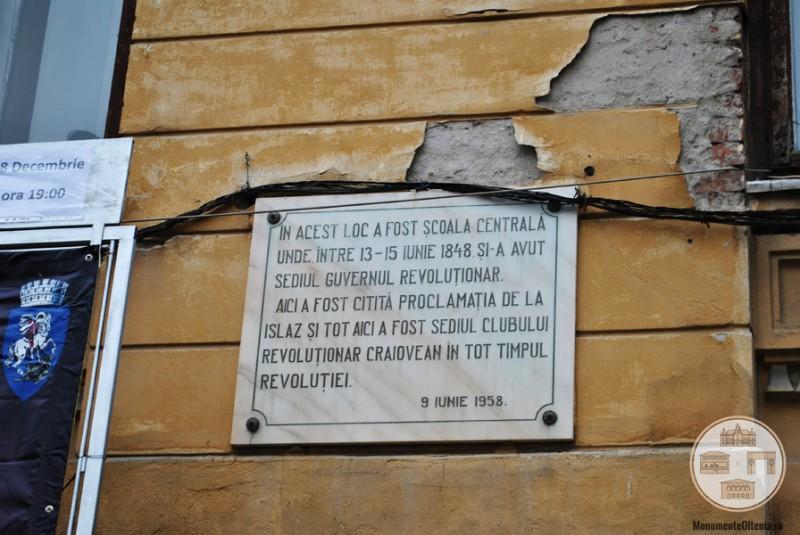 Liceul Carol I, Craiova - plăcuță comemorativă