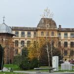 Liceul Carol I, Craiova - vedere din parcul Bisericii Sf Treime