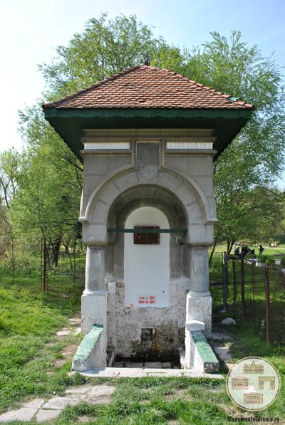 Fântâna Jianu, Craiova - vedere frontală