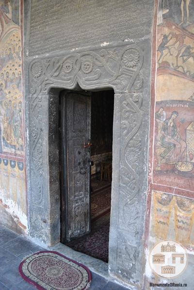 Biserica din Targ, Horezu - intrare