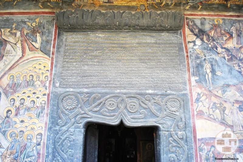 Biserica din Targ, Horezu - pisanie in piatra