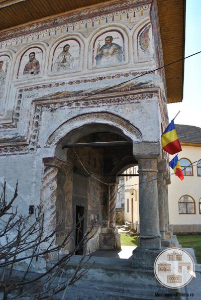 Biserica din Targ, Horezu - pridvor
