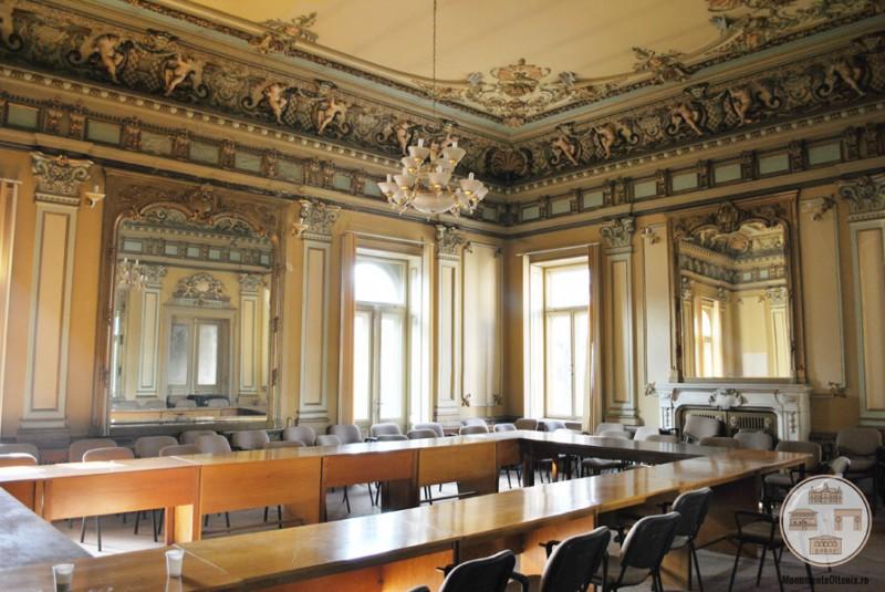 Casa Ionel Plesia, azi Biblioteca Omnia Craiova - Sala Oglinzilor, etaj
