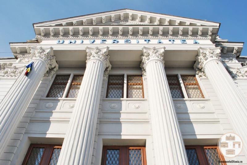 Universitatea din Craiova - peristil cu coloane