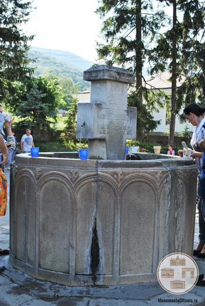 Baptisteriul - fantana de la Manastirea Cozia