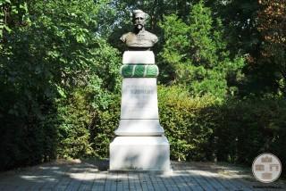 Bustul generalului medic Nicolae Zorileanu - Baile Govora