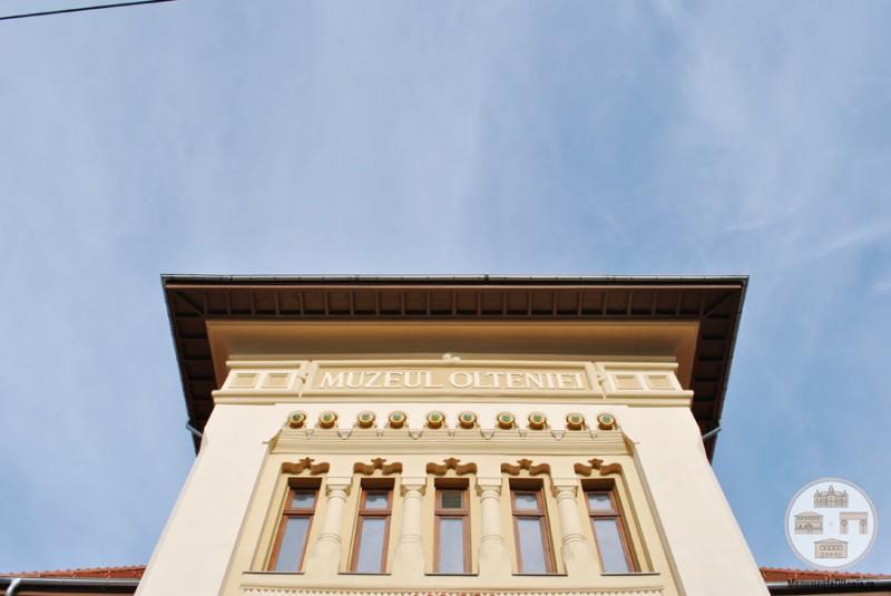 Sediul Muzeului Olteniei, Sectia de Istorie-Arheologie - detalii fatada