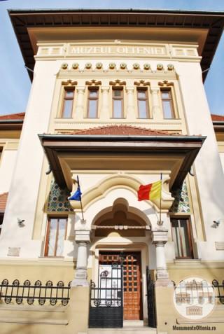 Sediul Muzeului Olteniei, Sectia de Istorie-Arheologie - intrarea principala