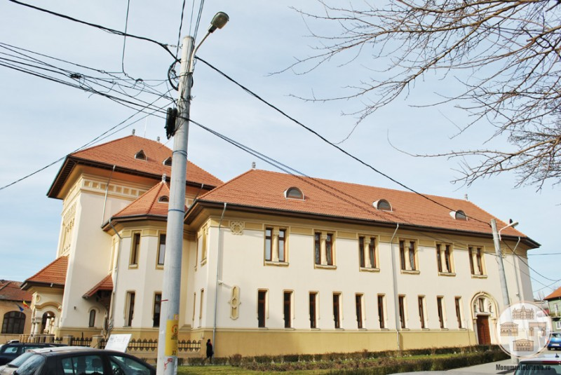Sediul Muzeului Olteniei, Sectia de Istorie-Arheologie - vedere laterala
