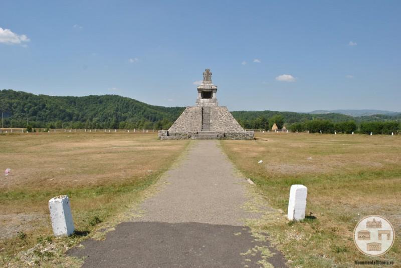 Monumentul Proclamatiei de la Pades pe Campia Soarelui