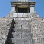 Monumentul Proclamatiei de la Pades - scari catre altar