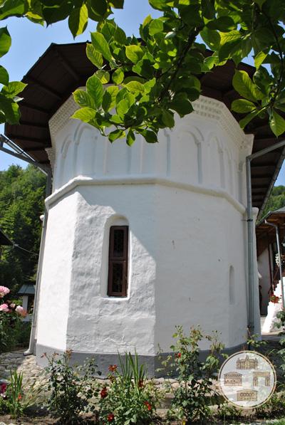 Schitul Iezer, Valcea - absida estica a bisericii