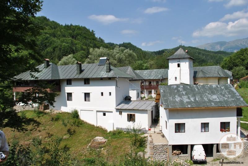 Schitul Iezer, Valcea - vedere asupra ansamblului manastiresc