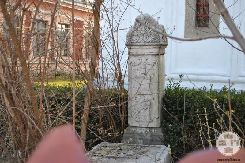 Biserica Obedeanu, Craiova - piatra funerara