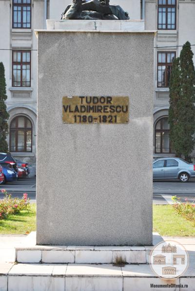 Monumentul lui Tudor Vladimirescu, Craiova - soclu