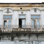Balcon la etajul unei cladiri istorice din centrul municipiului Slatina (2)
