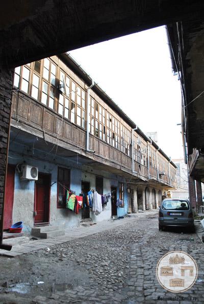 Hanul Putureanu, Craiova - curtea interioara, vedere din gang