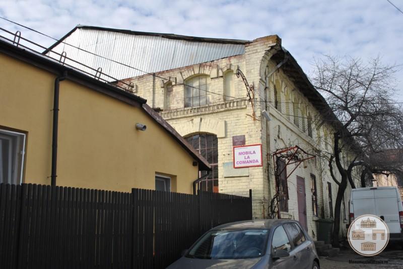 Fabrica Florica, Craiova - corpul principal vazut din curtea fabricii