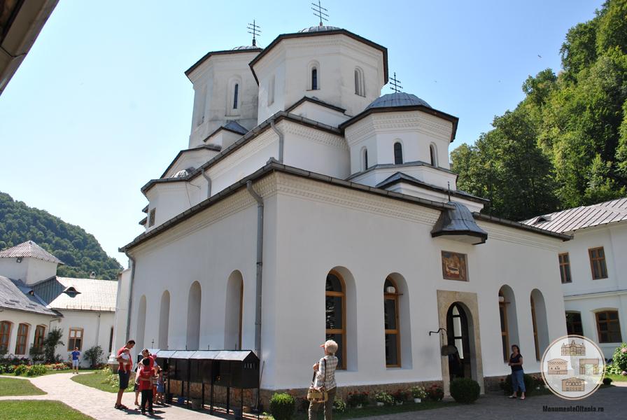 Biserica Adormirea Maicii Domnului a Manastirii Tismana