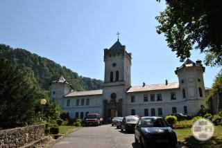 Intrarea in Manastirea Tismana - latura de vest a incintei