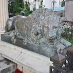 Monumentul funerar al lui N Mihail, Cimitirul Ungureni, Craiova - leu bronz