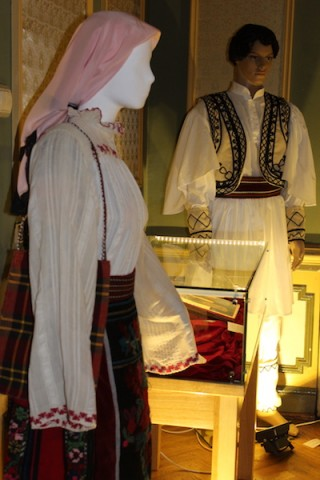 Imagine colectia etnografica de la Casa Universitarilor Craiova