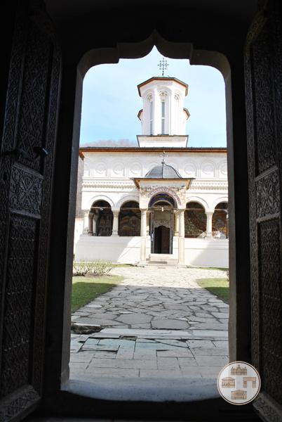 Manastirea Hurezi - biserica vazuta din trapeza