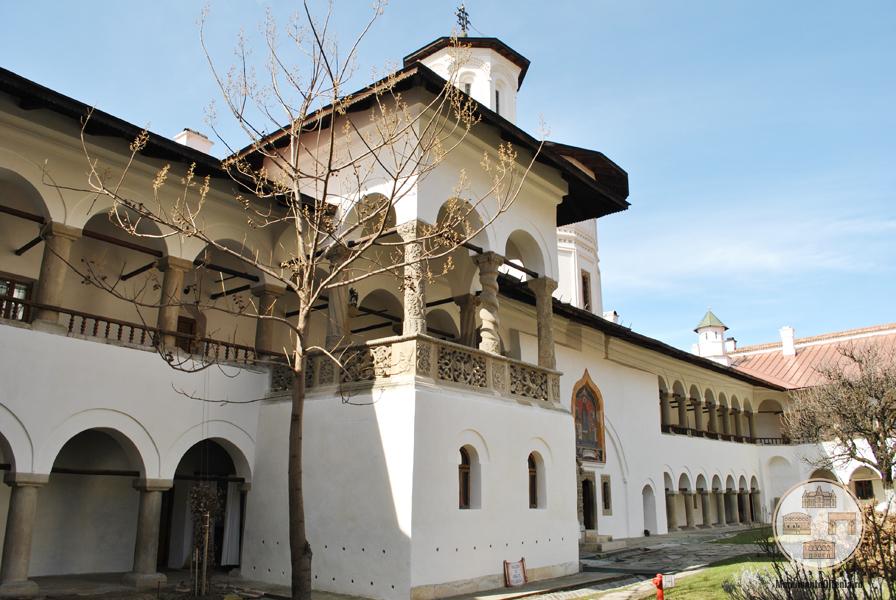 Manastirea Hurezi - cladirea de pe latura vestica a incintei interioara