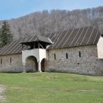 Manastirea Hurezi - cladiri anexa din incinta exterioara (2)