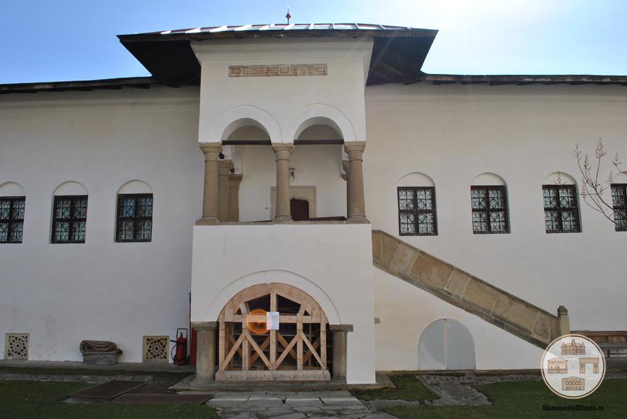 Manastirea Hurezi - foisor latura sudica a incintei interioare