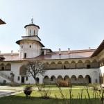 Manastirea Hurezi - latura vestica a incintei interioare