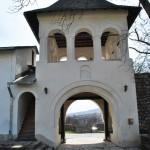 Manastirea Hurezi - poarta de intrare in incinta exterioara
