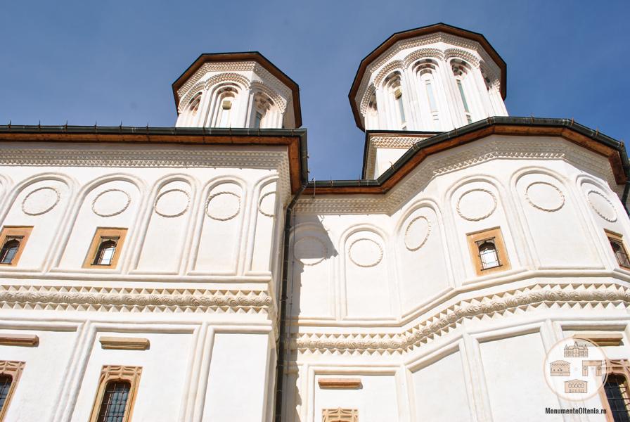 Manastirea Hurezi - vedere laterala biserica
