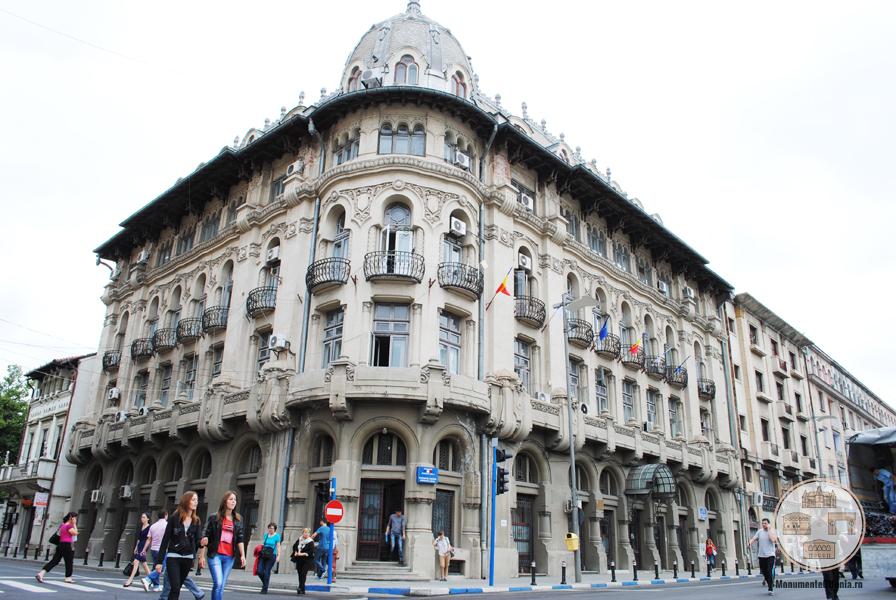 Fostul Hotel Palace, Craiova - intrarea principala
