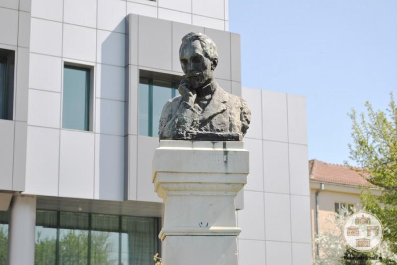 Bustul poetului Traian Demetrescu, de Ion Jalea