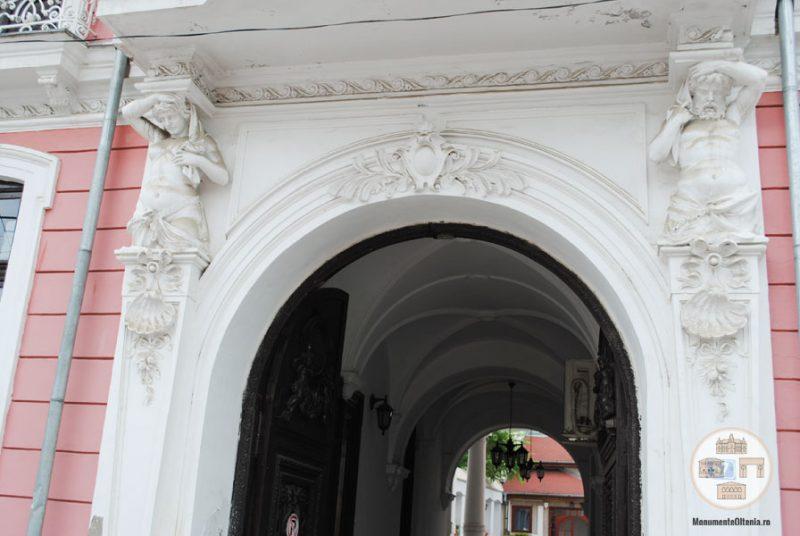 Casa Nicolae Romanescu - cariatida si atlas