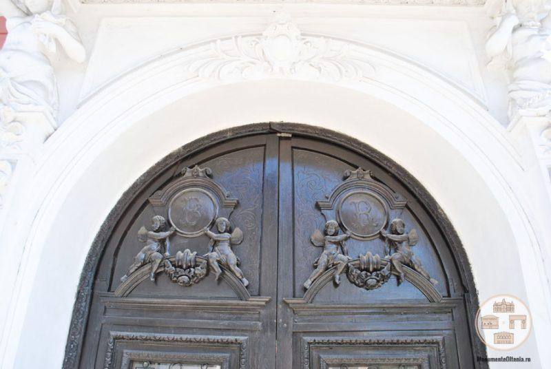 Casa Nicolae Romanescu - decoratiuni poarta intrare