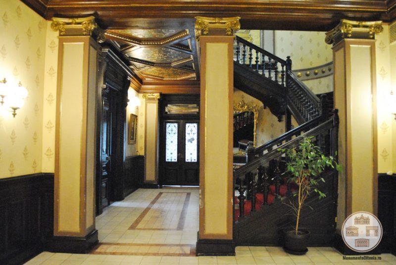 Casa Nicolae Romanescu - hol parter si scara onoare