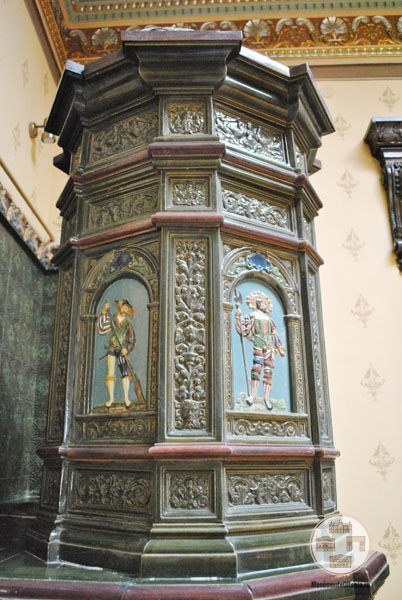 Casa Nicolae Romanescu - detalii soba salon central etaj I
