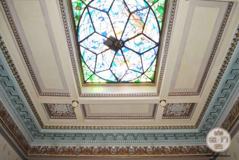 Casa Nicolae Romanescu - tavan cu vitraliu salon central etaj I