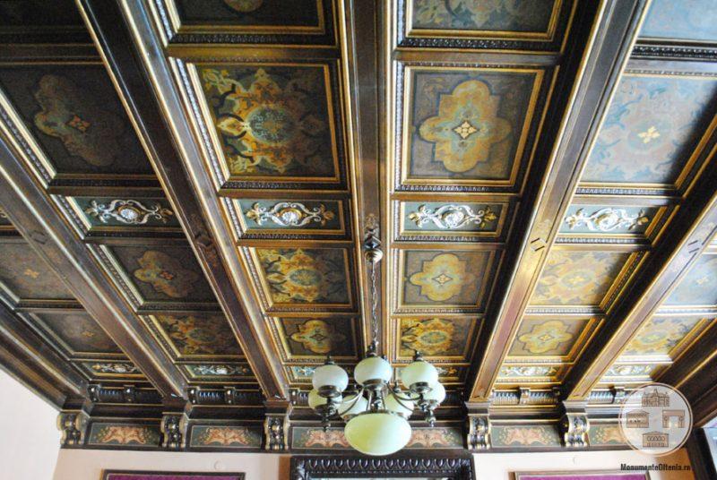 Casa Nicolae Romanescu - tavan salonul grena