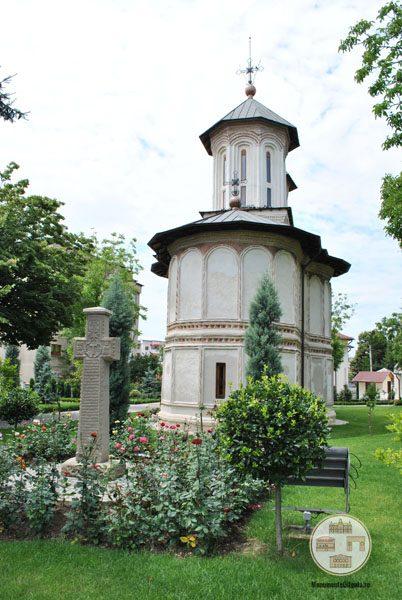 Biserica Sf Nicolae Amaradia Belivaca, Craiova - biserica si cruce de piatra